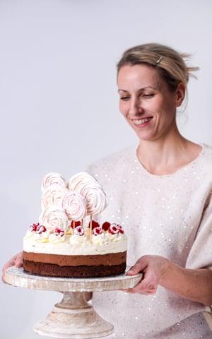 Tort Czekoladowa Fantazja z Malinami