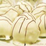 Trufle z białej czekolady z sezamem