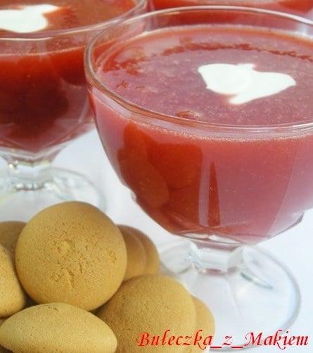 Aksamitna zupa truskawkowa