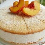 Serowy tort z brzoskwiniami