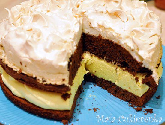 Czekoladowe ciasto z bezą i kremem adwokatowym