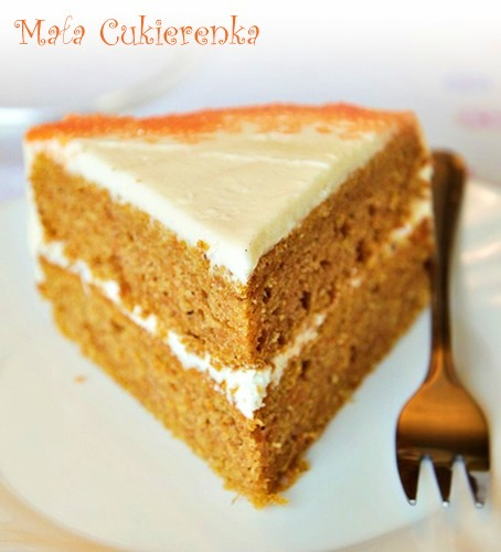 Maślane ciasto marchewkowe z kremem