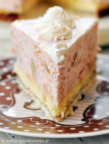 Śmietanowy tort z rabarbarem