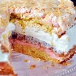 Ciasto z rabarbarem bezą i bitą śmietaną