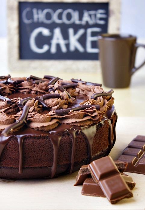 Ciasto czekoladowe z wiśniami i polewą