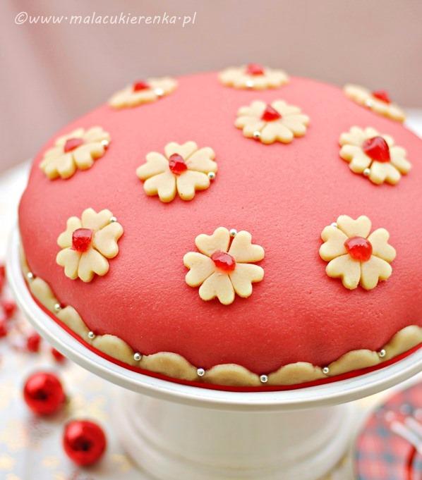 tort orzechowy z wisniami i marcepanem