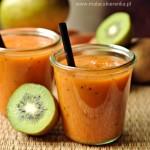 Smoothie z mango, kiwi i marchewką
