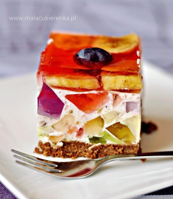 kolorowy sernik z galaretkami i owocami