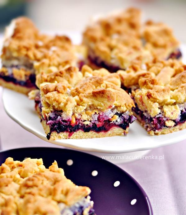 kruche ciasto z jagodami i porzeczkami