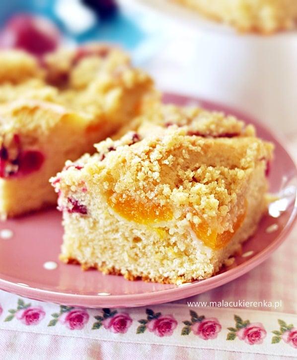 ciasto drozdzowe z owocami i kruszonka