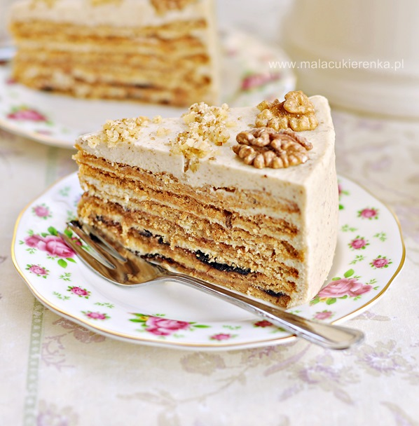Tort miodowo – orzechowy