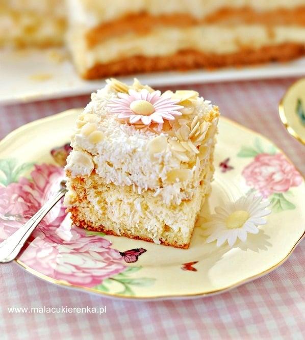 ciasto kokosowo migdalowe z ajerkoniakiem