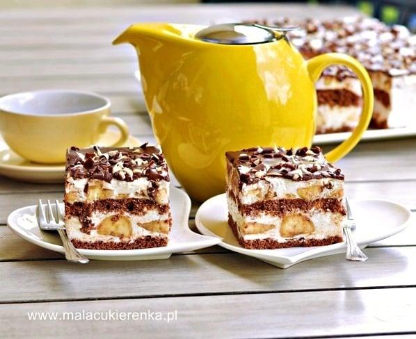 ciasto z bananami i kremem jogurtowym