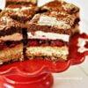 """Ciasto """"Wszystkiego Najlepszego"""" z wiśniami i czekoladą"""