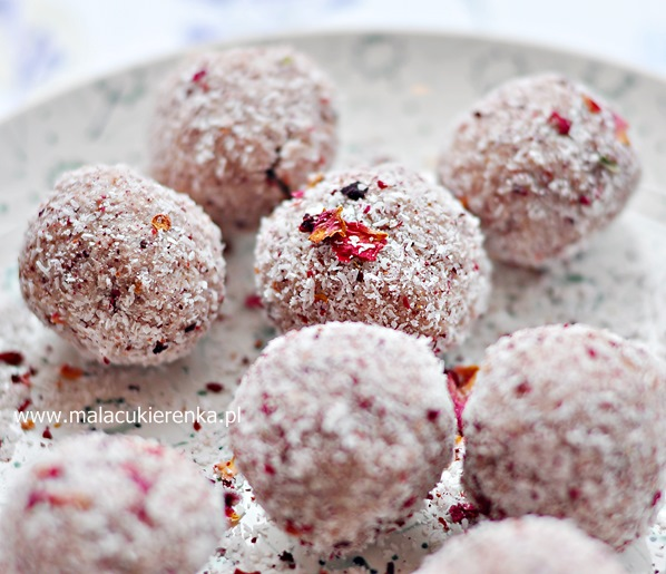 Trufle kokosowo - różane, wegańskie, bez glutenu