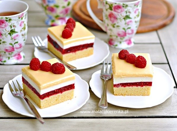 Ciasto malinowe z polewą