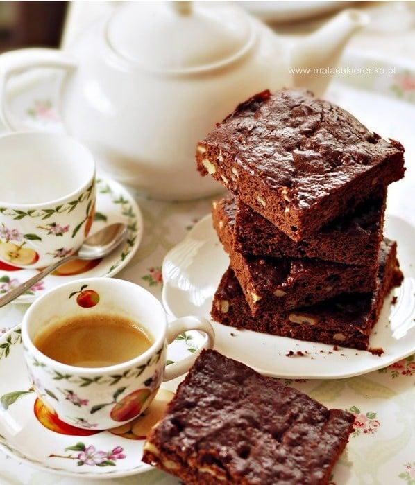 Miodowe brownies z czekoladą i orzechami