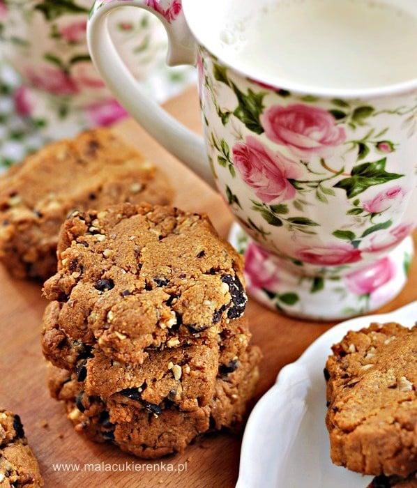 Ciasteczka bez mąki z masłem orzechowym i czekoladą