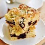 Ciasto drożdżowe z pierniczkami, powidłami śliwkowymi i kruszonką
