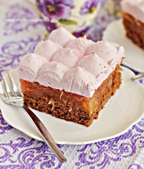 Ciasto z rabarbarem i galaretką na biszkopcie