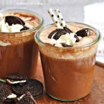 Gorąca czekolada z ciasteczkami Oreo
