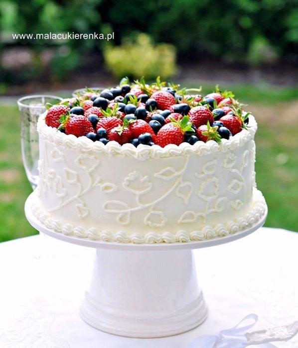 Tort truskawkowy z białą czekoladą i cytrynową nutką
