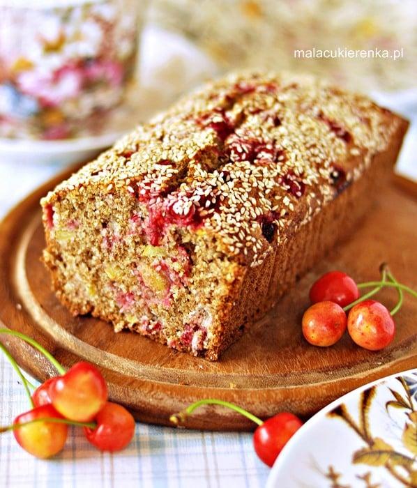 Ciasto z mąki pełnoziarnistej z owocami, bez cukru