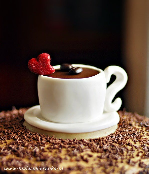Jak zrobić z lukru filiżankę kawy z serduszkiem