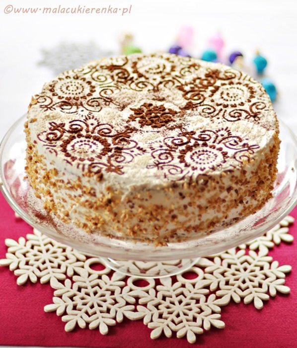 Lekki tort orzechowy z gruszkami