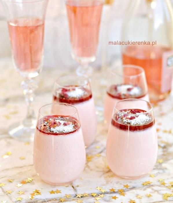 Waniliowa panna cotta z szampanem i konfiturą malinową
