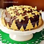 Ciasto czekoladowe ozdobione marcepanem