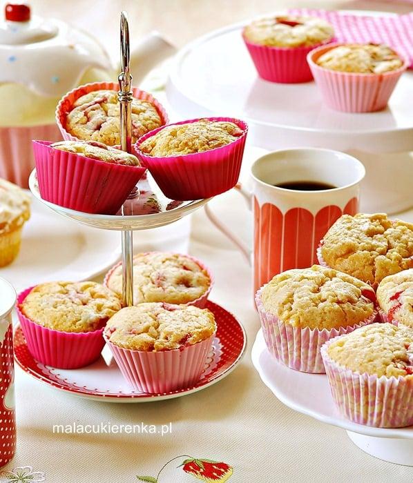 Muffiny z truskawkami i białą czekoladą
