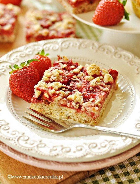 Szybkie ciasto z truskawkami i płatkami owsianymi