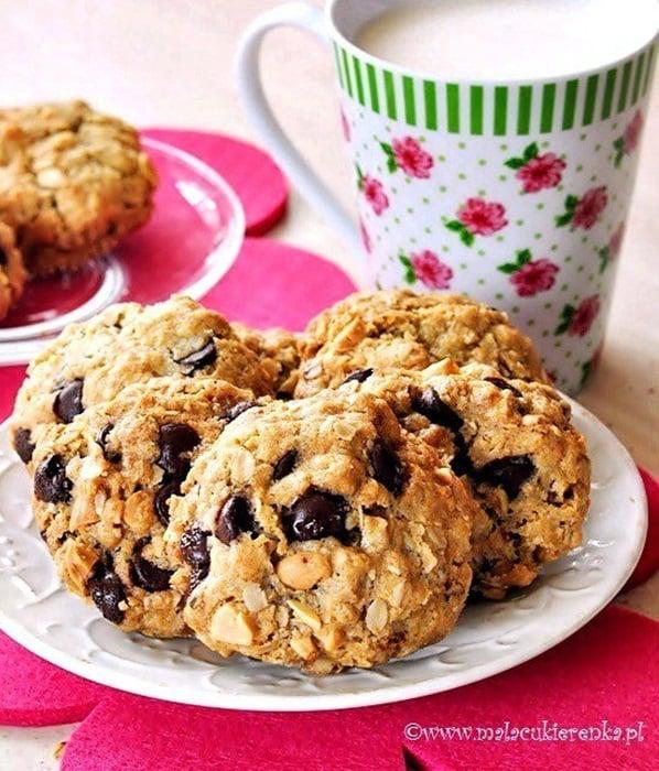 Ciasteczka owsiane z czekoladą i orzeszkami ziemnymi