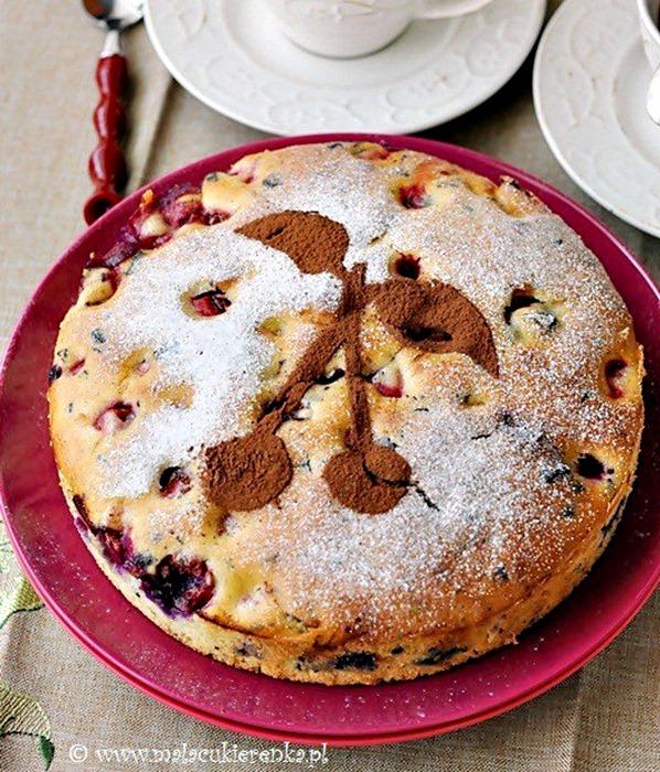 Szybkie ciasto z wiśniami i czekoladą