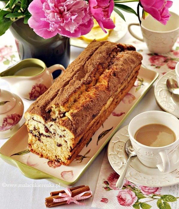 Proste cynamonowe ciasto z rodzynkami