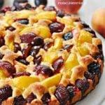 Marcepanowe ciasto ze śliwkami i brzoskwiniami