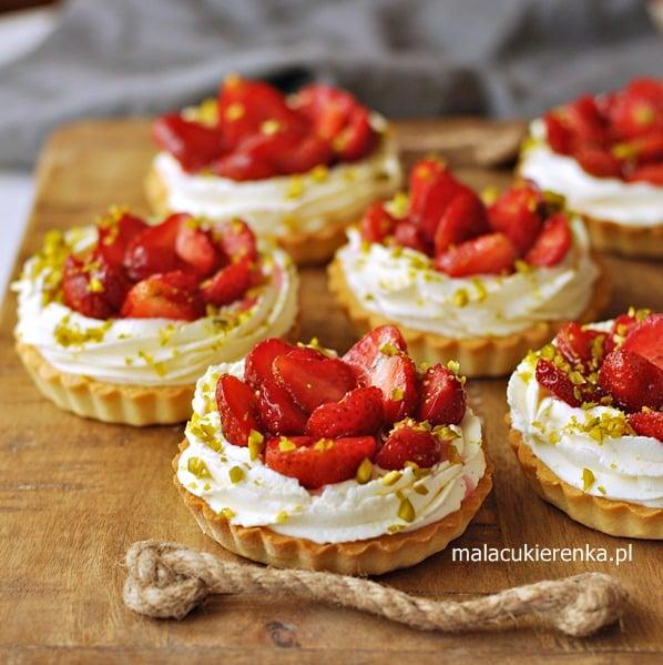 Tartaletki z truskawkami i kremem waniliowym