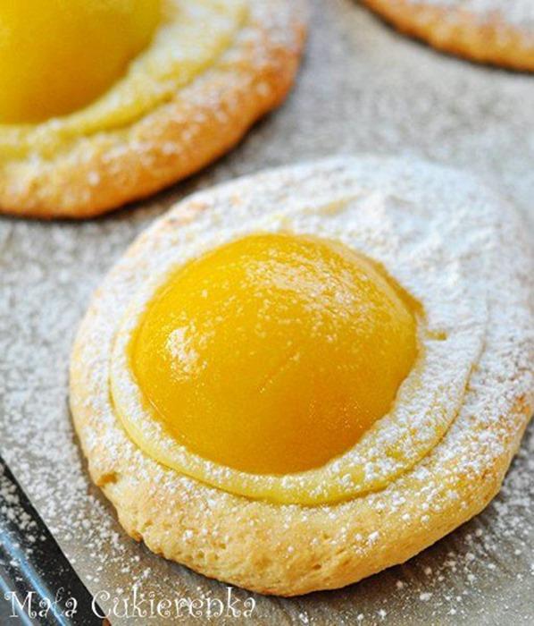 Ciasteczka - jajeczka z brzoskwiniami i budyniem
