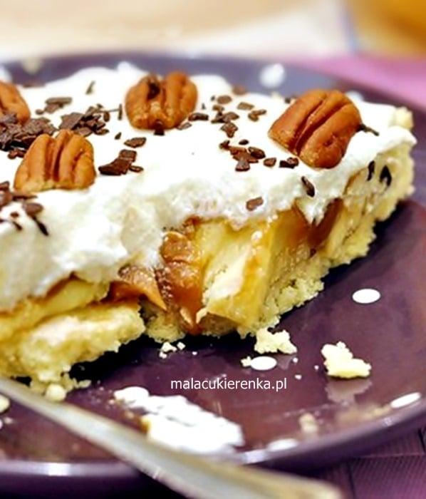Karmelowa tarta z bananami - Od dawna miałam ochotę na to ciasto, jak tylko zobaczyłam je w gazecie. Powstał więc bardzo słodki, aromatyczny deser z bananami.