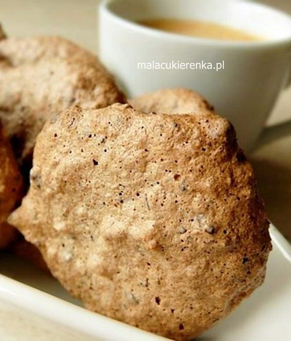 Makaroniki migdałowe z czekoladą