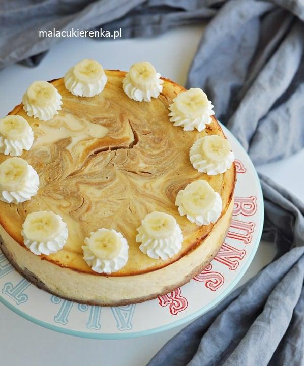 Sernik z bananami i masłem orzechowym