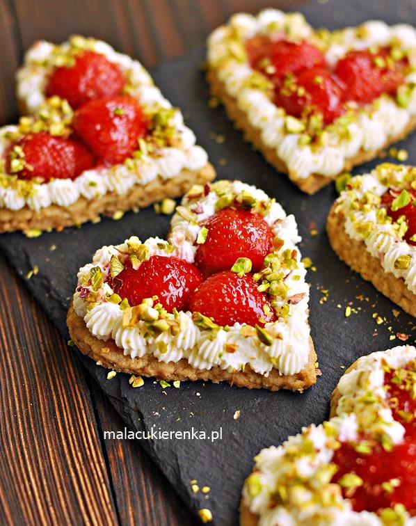 Ciastka Owsiane z Truskawkami w Kształcie Serduszek