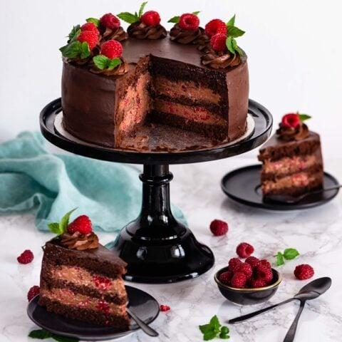 Tort Czekoladowe Marzenie z Malinami