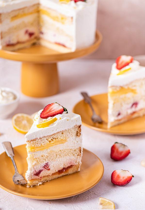 Tort Cytrynowe Cudo z Truskawkami