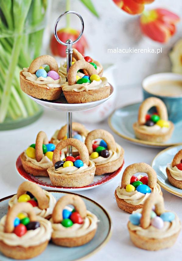 Kruche Ciastka Słodkie Wielkanocne Koszyczki