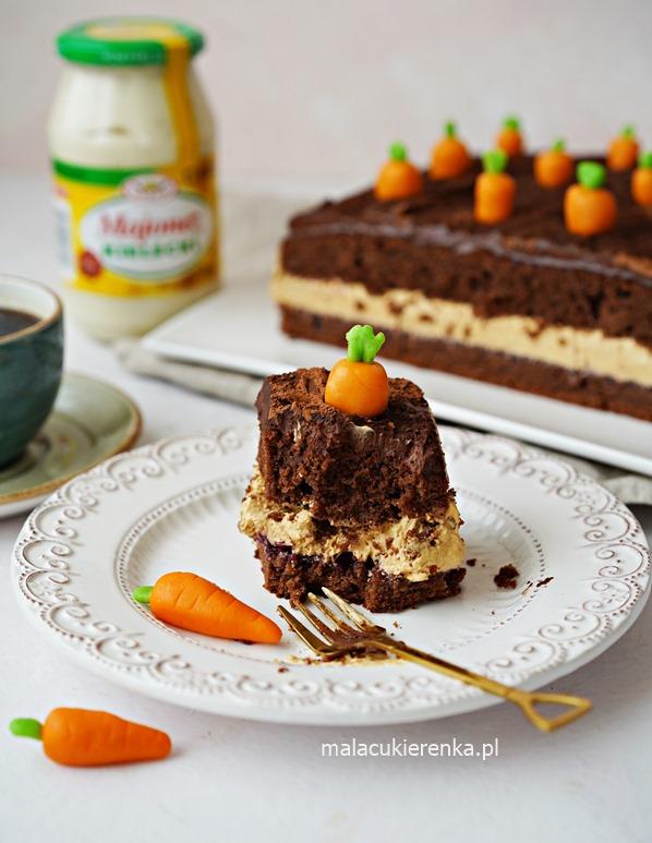 Ciasto marchewkowe z majonezem i kremem krówkowym