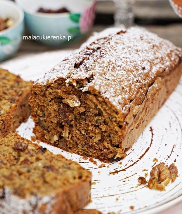 Mega łatwe ciasto z cukinią i orzechami